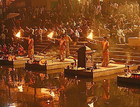 Ceremonia de arti Benares