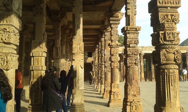 Columnas en Qutub Minarete