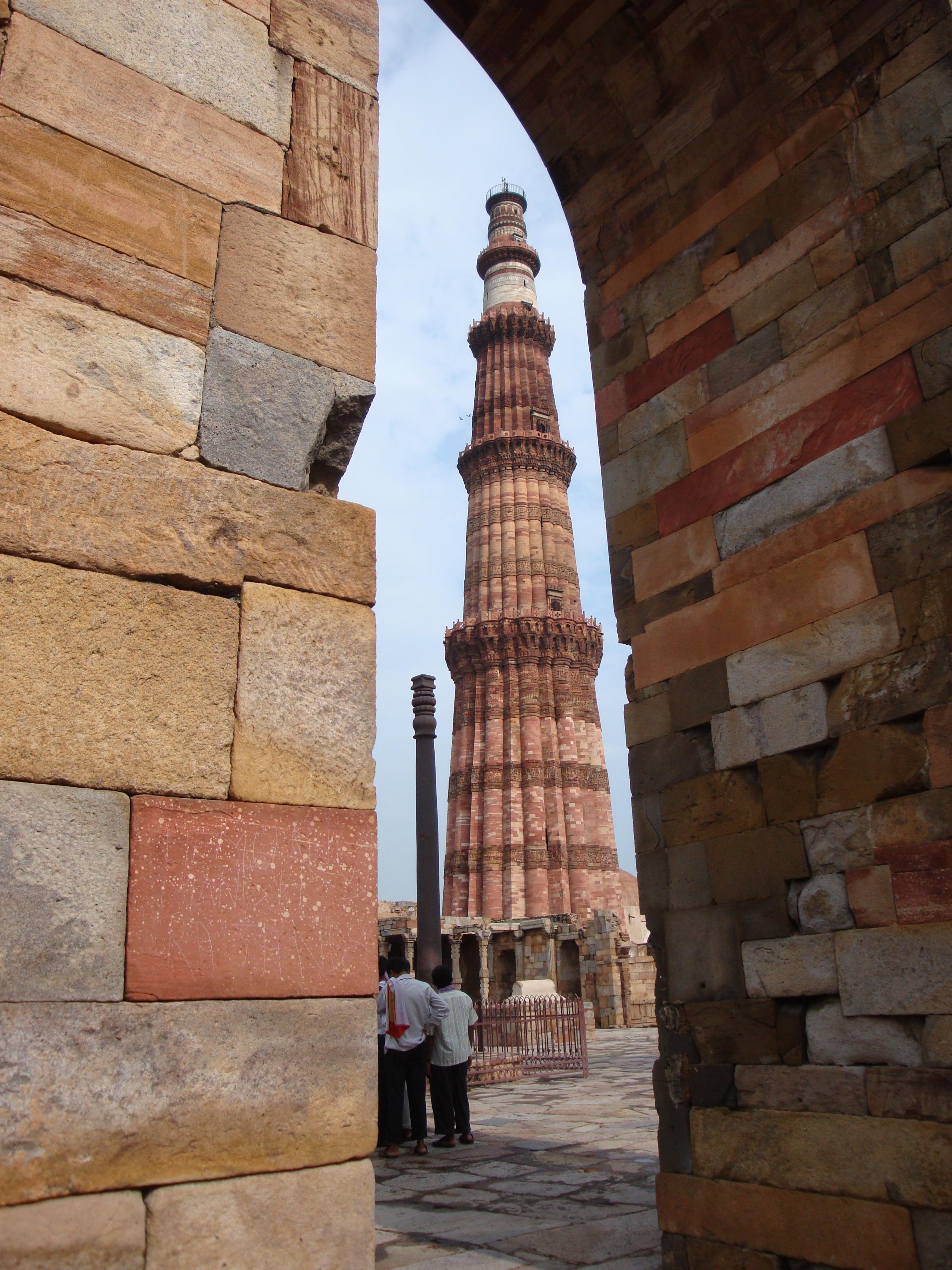 Una vista panoramica del minarete de Qutub Delhi
